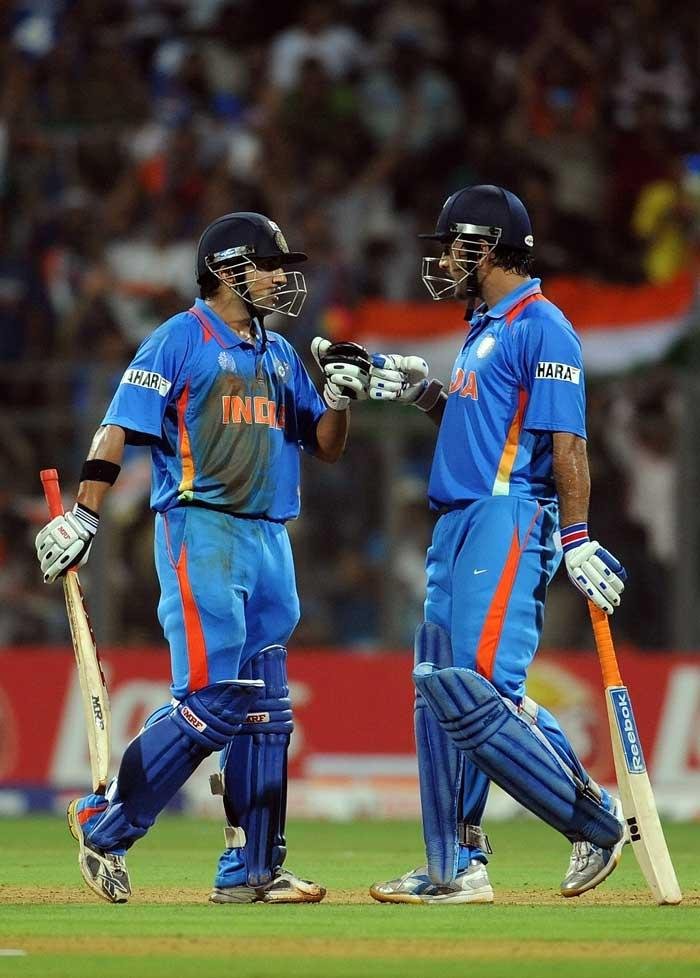 World Cup  Final India VS Sri Lanka Gambhir and Dhoni Put Up 50 Run Partnership Still