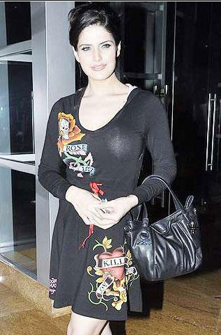 Zarine Khan Black Dress Gorgeous Photo