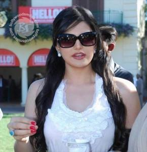 Zarine Khan Cute Lips Awesome Stunning Face Look
