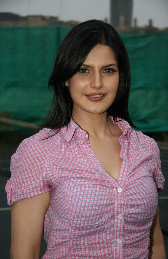 Zarine Khan Glory Sizzling Beauty Still