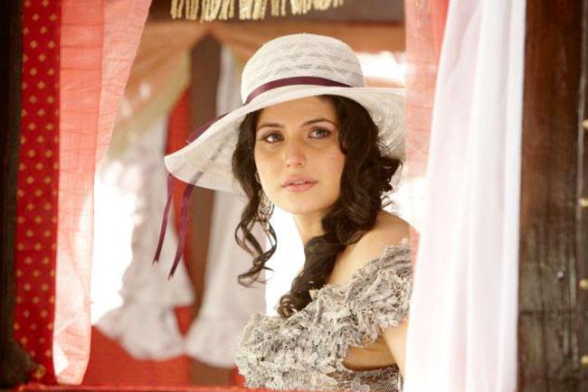 Zarine Khan Hair Style In Veer