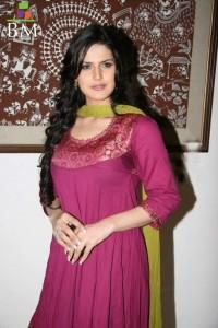 Zarine Khan In Salwar Kameez Beauty Still