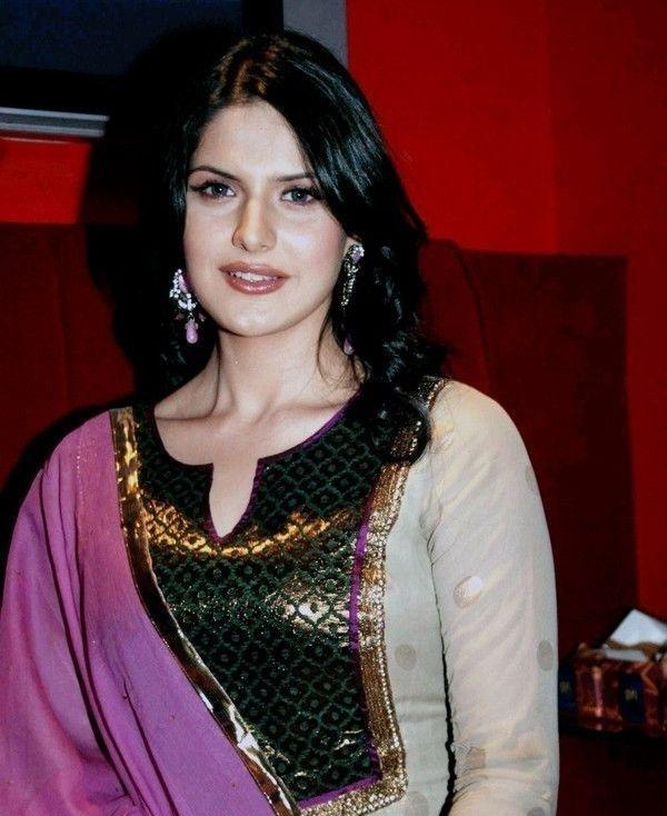 Zarine Khan Looking Very Gorgeous