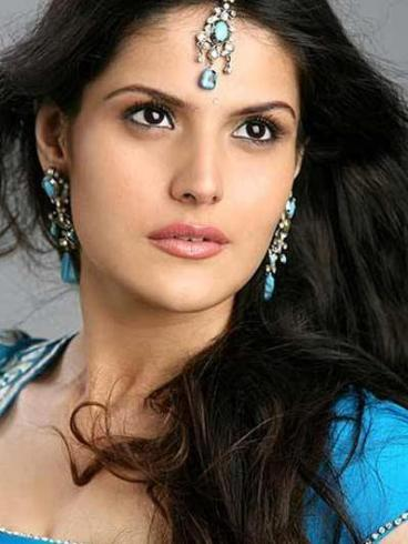 Zarine Khan Sizzling Face Look