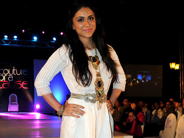 Zoa Morani at the Couture for Cause Fashion Show in ITC Maratha