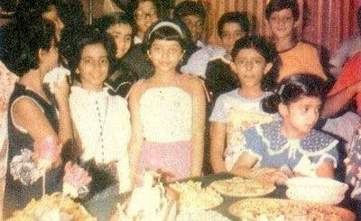 Teen Age Aishwarya Rai With Friends