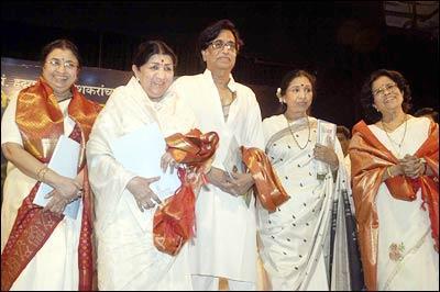 Asha Bhonsle with her sisters