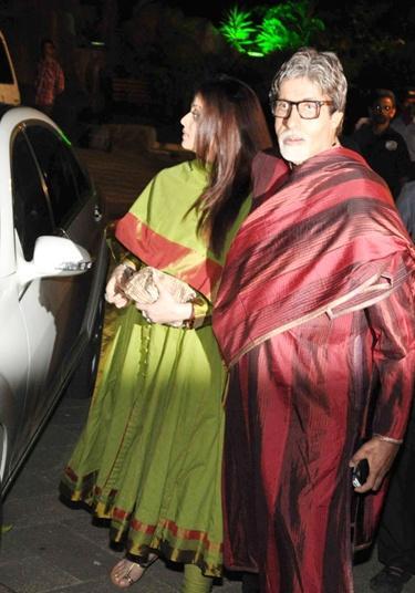 Pregnant Ashwairya with Big B at Sanjay Dutt's Mata Ki Chowki