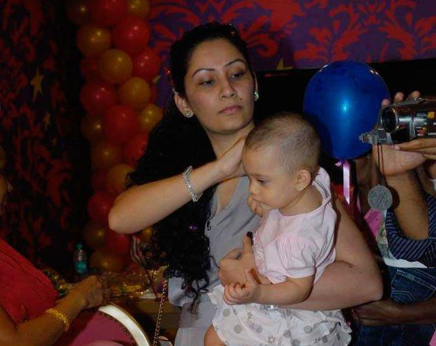 Shahraan and Iqra With Balloon