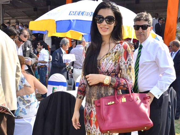 celebs at Poonawala breeders Multi Million race