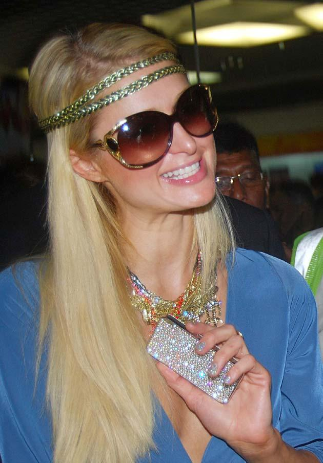 Hollywood Celebrity Paris Hilton In Mumbai & Her Frenzy iPhone