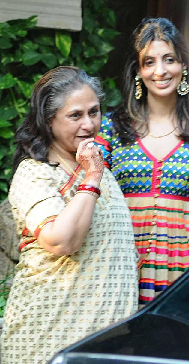Jaya Bachhan and Daughter Shweta Receiving Guests At Aishwarya Rai's Baby Shower