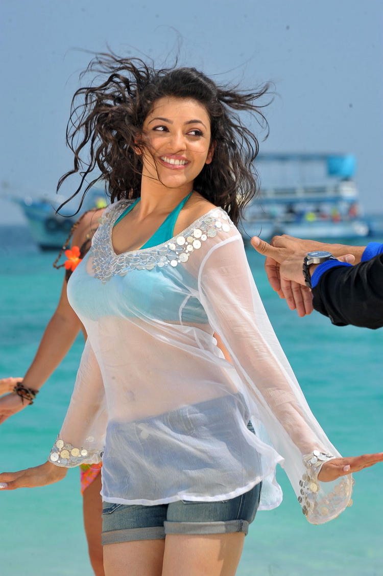kajal agarwal sexy navel pics in  Business Man Movie