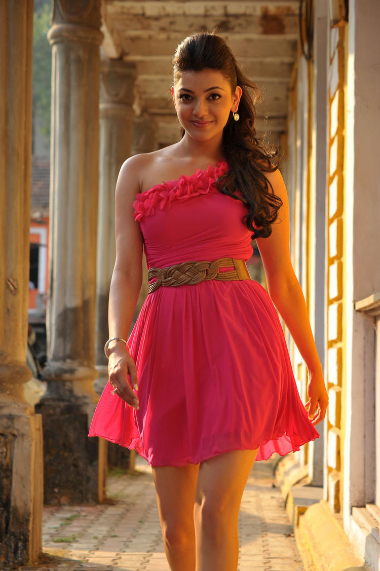 kajal agarwal sleeveless dress hot pics