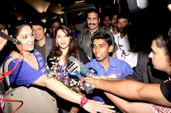 Madhuri addressing her Fans