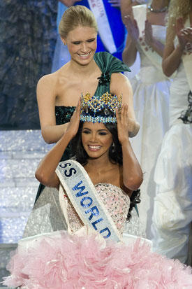 Miss Venezuela 2011 Miss World Crowned By 2010 Miss World Alexandria Mills of United States