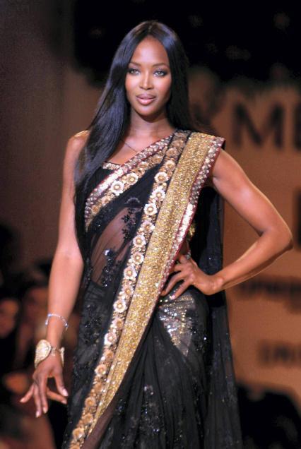 Naomi Campbell in Sari