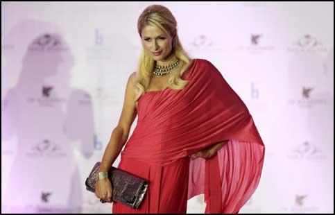 Paris Hilton In Sari With Her New Handbag In Mumbai, India