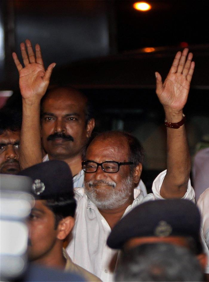 Rajini waving fans
