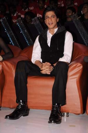 Shahrukh Khan On The Sets Of Indias Got Talent JPG