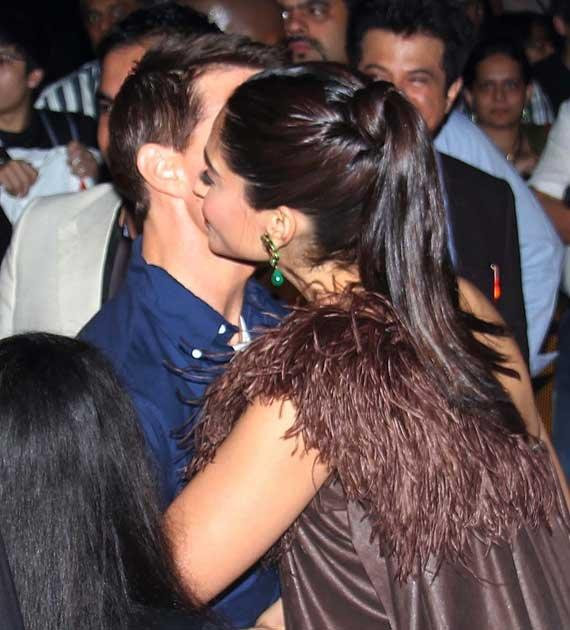 Sonam Kisses Tom
