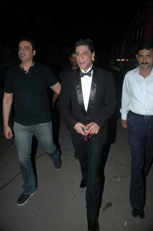 SRK Arriving at the Studio for the Finale of Just Dance