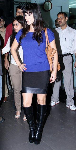 Sunny Arrives at Mumbai