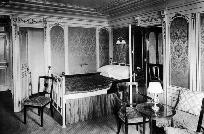 Titanic - Another Inside Room view