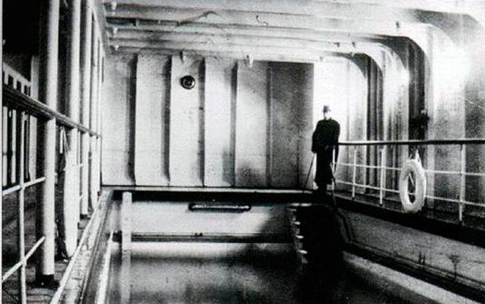 Titanic - inside view of engine chamber