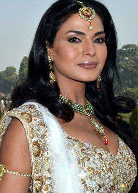 Close up photo of Veena Malik from Swayamvar