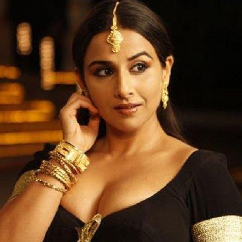 Vidya in Black Blouse