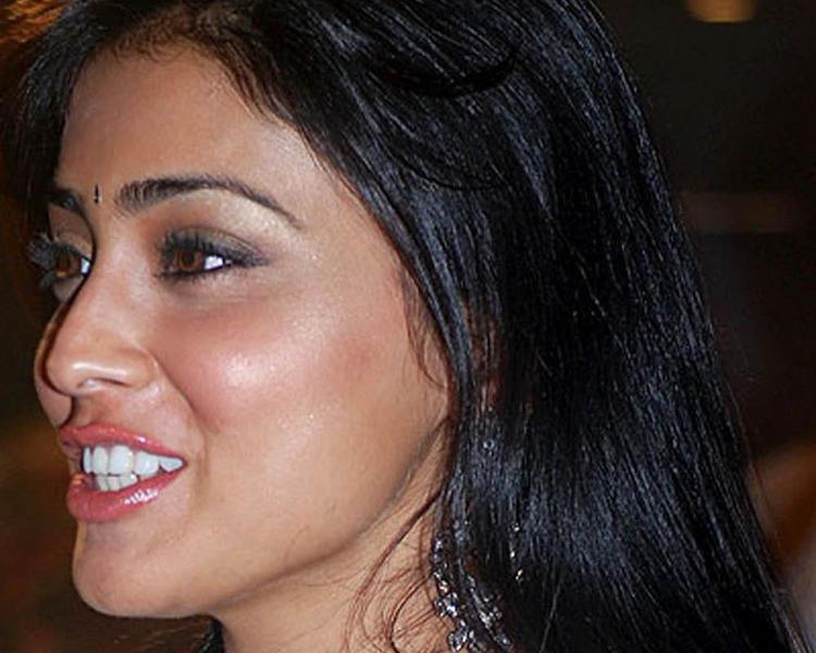 Shraya Sarans Sisey Hd Face Images: Shriya Saran Hot Face Wallpaper, Sizzling Shriya Saran