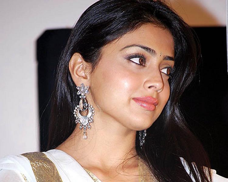Shraya Sarans Sisey Hd Face Images: Shriya Saran Beautiful Face Photo, Masala Actress Shriya