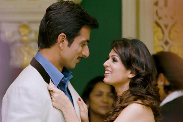 Sonu Sood and Anjana Sukhani Romance Still in Maximum Movie