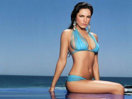 Kelly Brook Shocking Pic In Bikini
