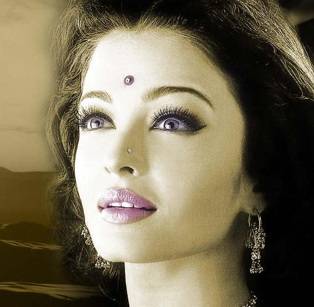 Sexiest Queen Aishwarya Photos and Wallpapers