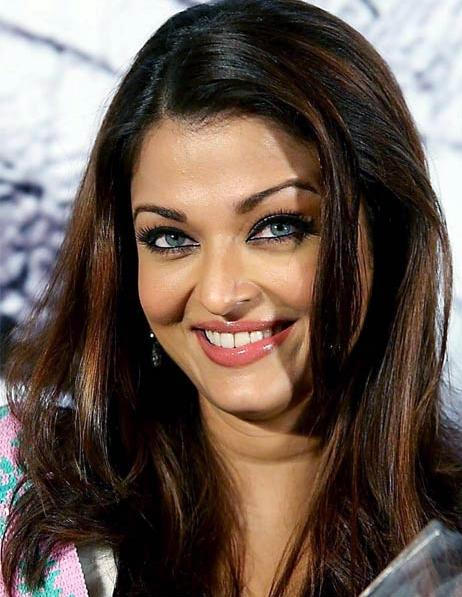 Pretty Aishwarya Rai Cute Smile Pic , Bollywood Stunner ...