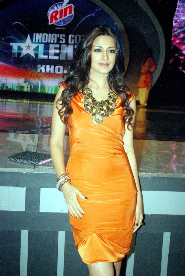 Sonali Bendre Dazzling Pic at India's Got Talent Show ...
