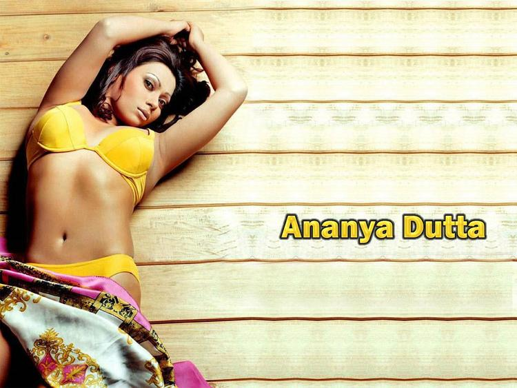 Ananya Dutta Spicy Navel Exposing Wallpaper | MemSaab.