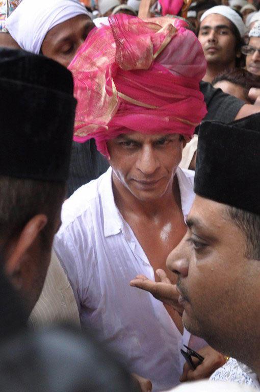 Shahrukh Khan Visit Ajmer Sharif Dargah - shahrukh-khan-visit-ajmer-sharif-dargah