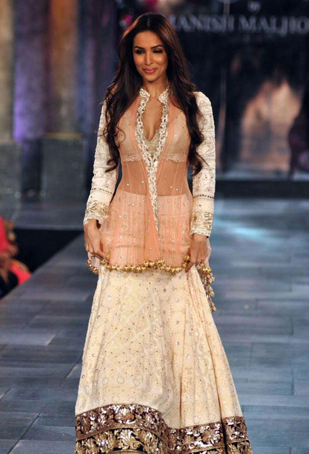 Malaika Arora Khan At Mijwan Charity Fashion Show 2012 Bollywood Celebrities At Mijwan Hot