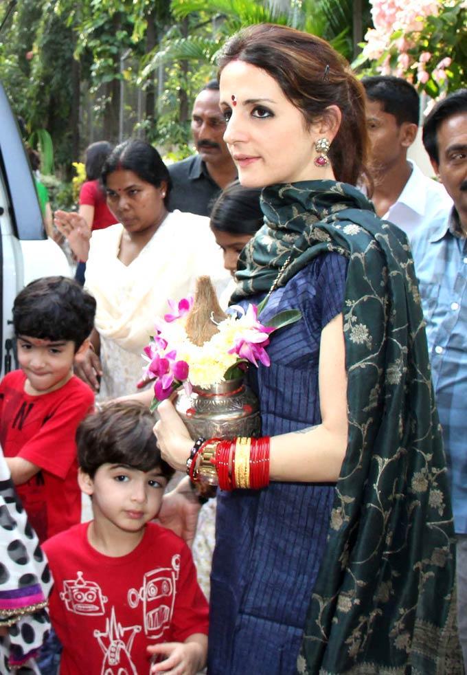 Suzanne Roshan With Kids Hrehaan,Hridhaan at Ganpati