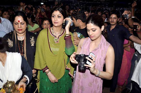 Shilpa,Raj Kundra and Shamita Shetty at Ganesh Visarjan in Mumbai