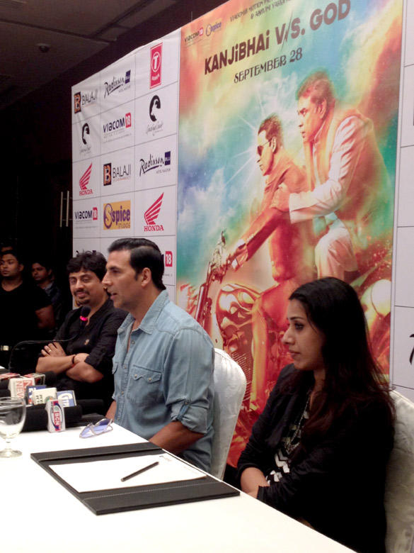 Akshay Kumar Promotes OMG-Oh My God in Nagpur Two Colleges