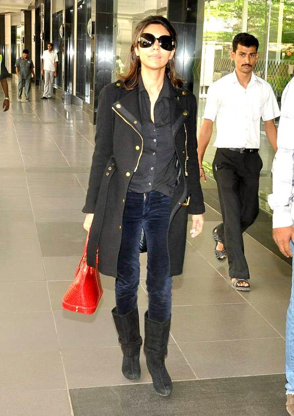 Gauri Khan Looking Hot at Mumbai International Airport