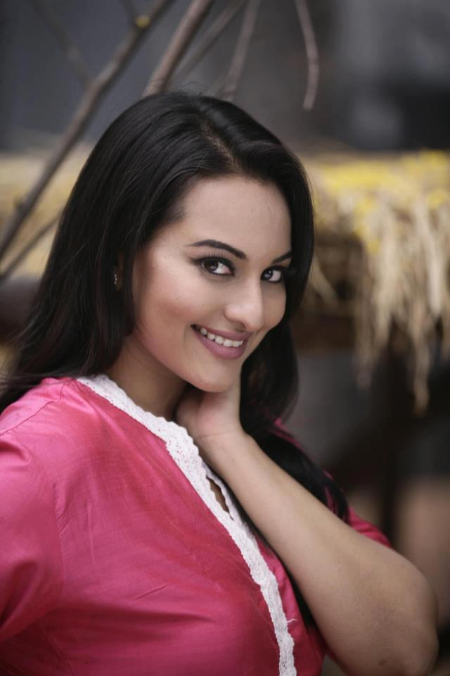 Sonakshi Cute Face Look Still From Son Of Sardar, Son Of ...