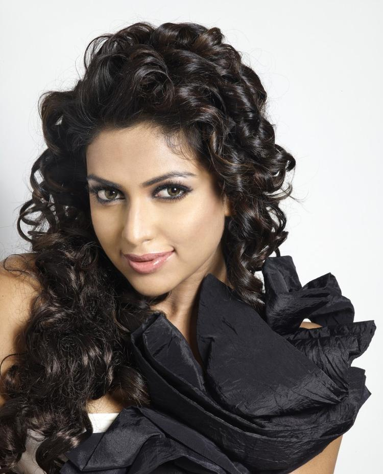 Hair Staill : Amala Completed Her Look With Flowing Hair Still, Amala Paul Latest ...