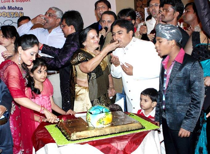 The Cast Members Cut The Cake To Celebrate Taarak Mehta Ka ... Taarak Mehta Ka Ooltah Chashmah Cast