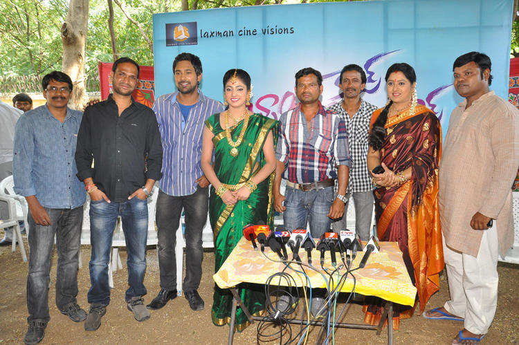Haripriya And Varun With Team Snapped At Abbai Class Ammai Mass Movie On Location Press Meet
