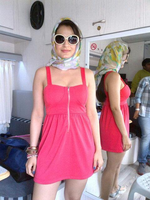 Ameesha Patel Looked Hot In Pink On The Sets Of Race 2 In Turkey ...